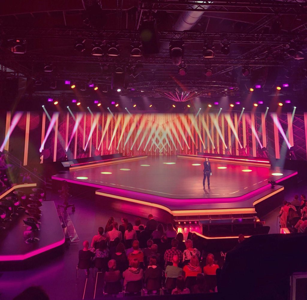 """Am Wochenende haben wir die dritte Liveshow der Tanzshow """"Darf ich bitten"""" erfolgreich absolviert.   #motionfiber #motionfibervideo #winklerlivecom #xlingen pic.twitter.com/mzGyeCYIGo"""