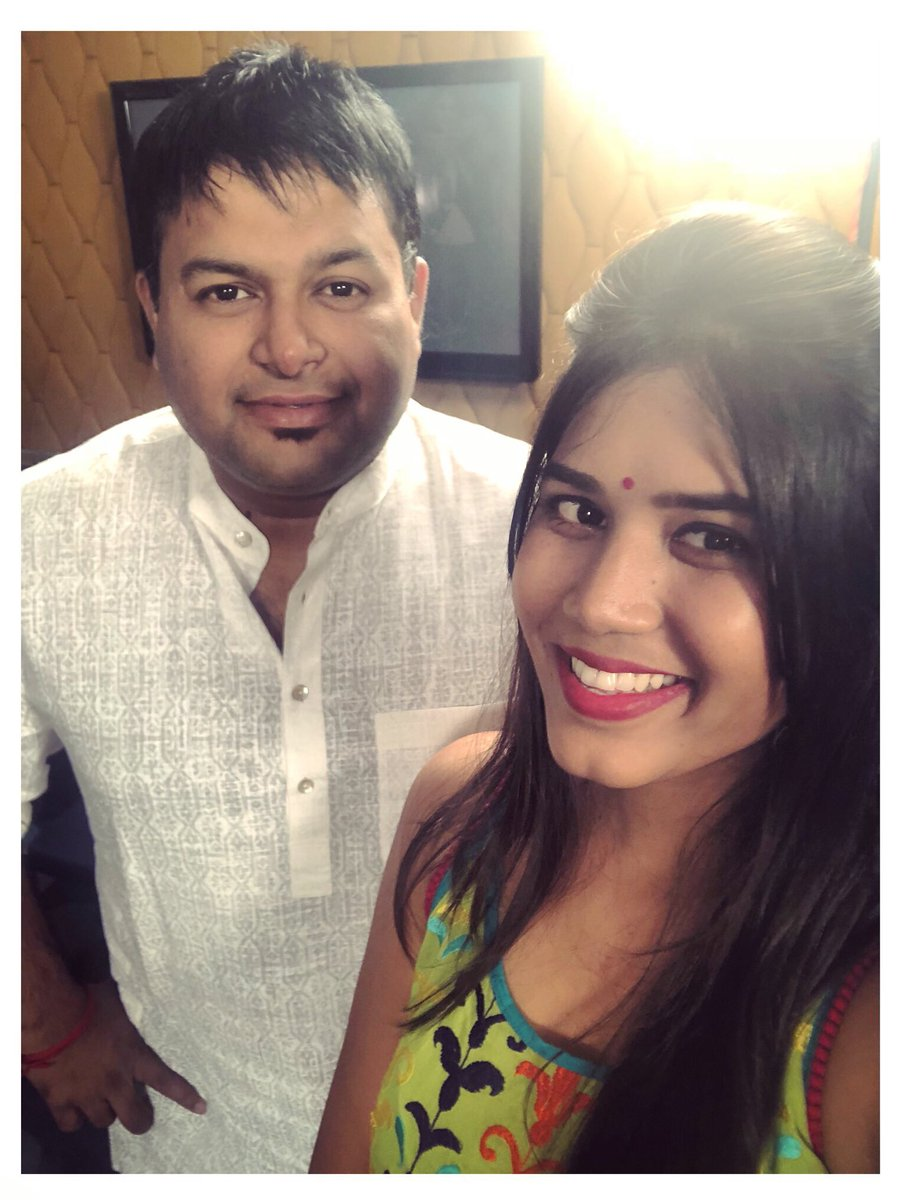 After 40 minutes of pure laughter that happened to be an interview! @MusicThaman you're the most funniest talented and Brilliant persons I got to talk to! My cheeks still hurt from laughing! #ChalMohanRanga #SSThaman #MondayMotivation #WorkLove  <br>http://pic.twitter.com/4uNfN1bZyx