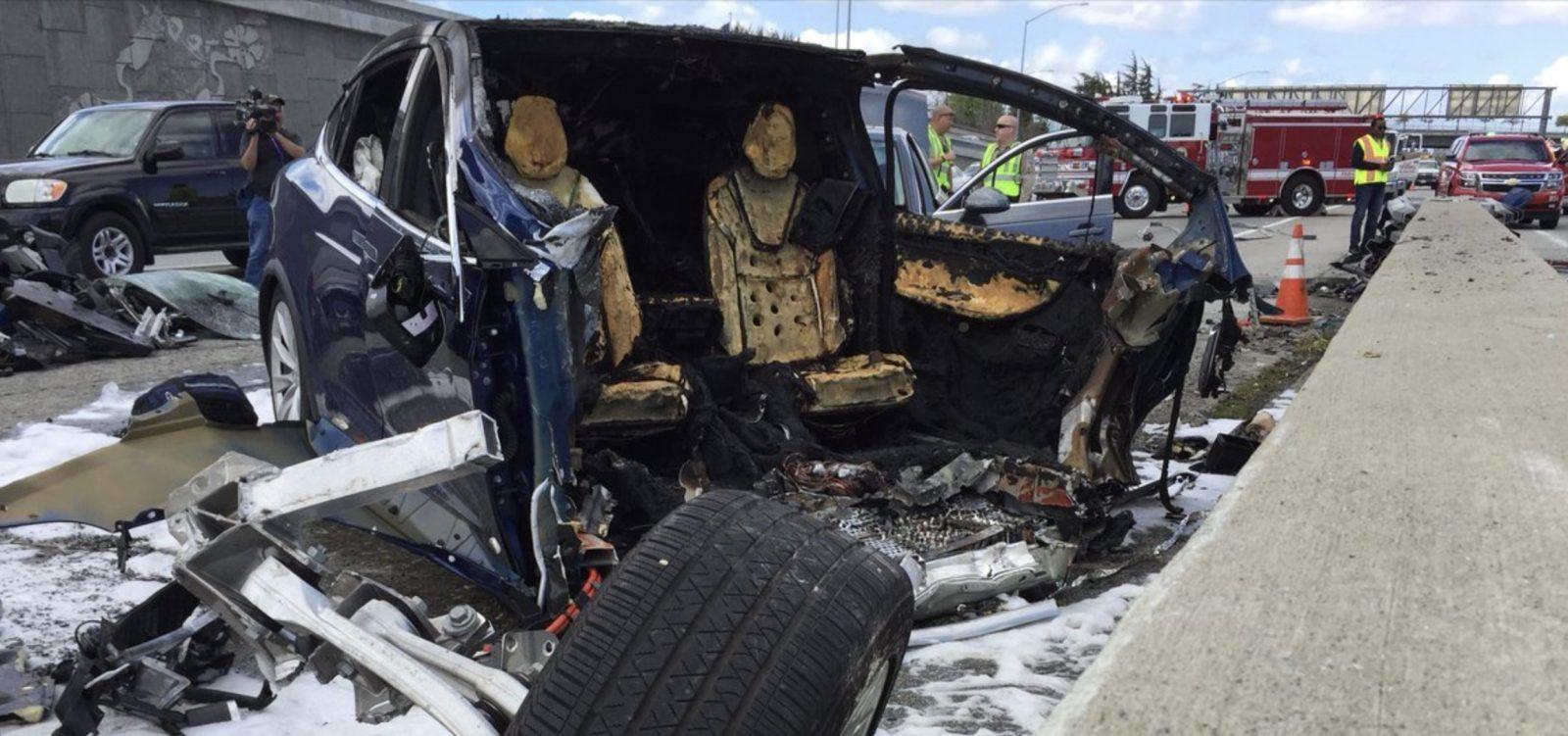 画像,#テスラ モデルX 事故 出火炎上 円筒形のバッテリーが誘爆か#電気自動車 #パナソニック  #18650 #リチウムイオンバッテリー #エネループ Tesla…