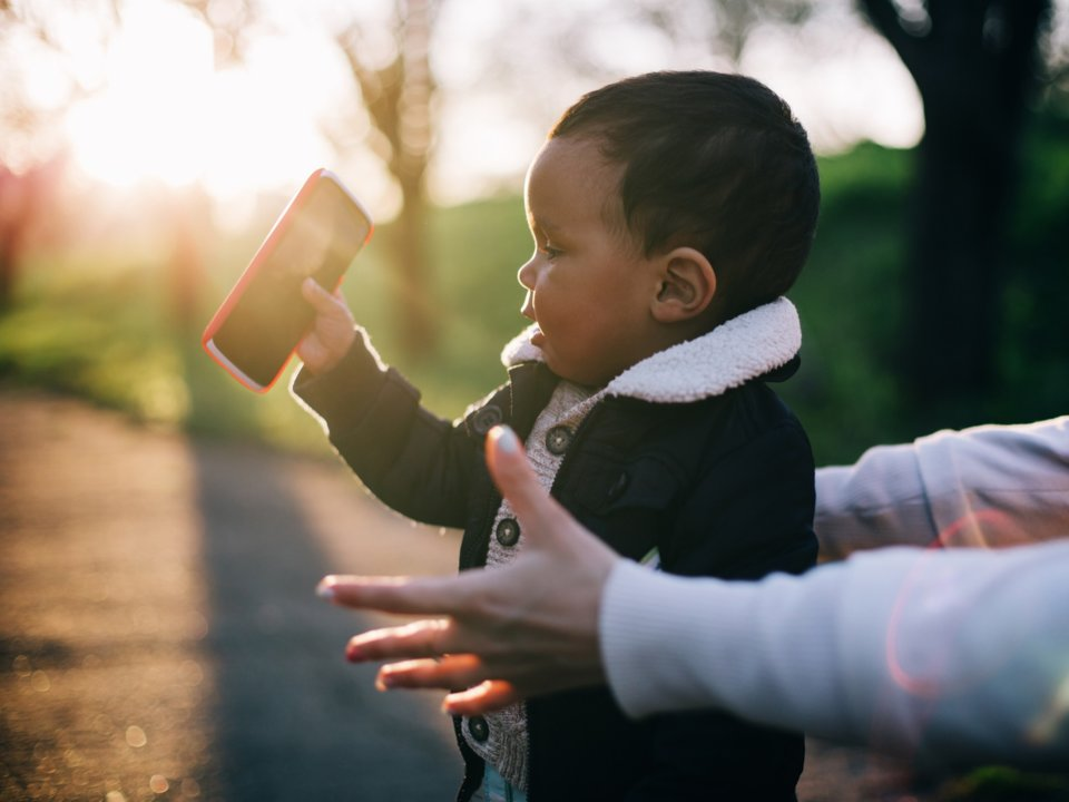 Smartphones horrified me as a new parent — here's why I stopped worrying and learned to embrace kids' tech-filled futures https://t.co/0Ic1pUfFmK