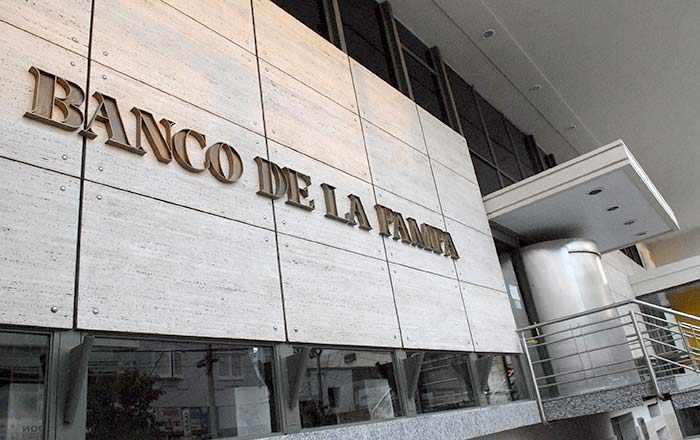 Los bancos atenderán al público hasta las 11 de la mañana, hoy y mañana miércoles