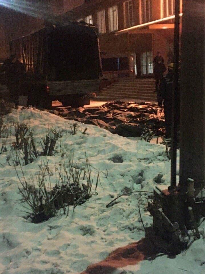 Пожежа в Кемерові: підтверджено загибель 64 людей, тіла 6 з них залишаються під завалами ТЦ - Цензор.НЕТ 8613