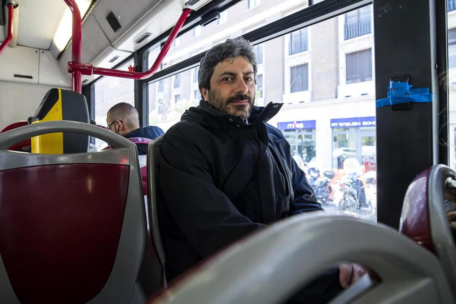 Nel 2017 Roberto #Fico ha rendicontato al #M5S 22,50 euro spesi per i mezzi pubblici e 2.400 per i taxi https://t.co/R07GpcjTfz