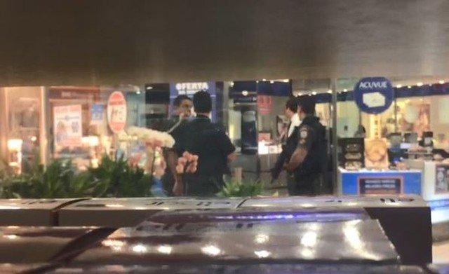 d363c2f09b7 continua fechado o shopping alvo de uma tentativa de assalto agora ha pouco  na zona sul