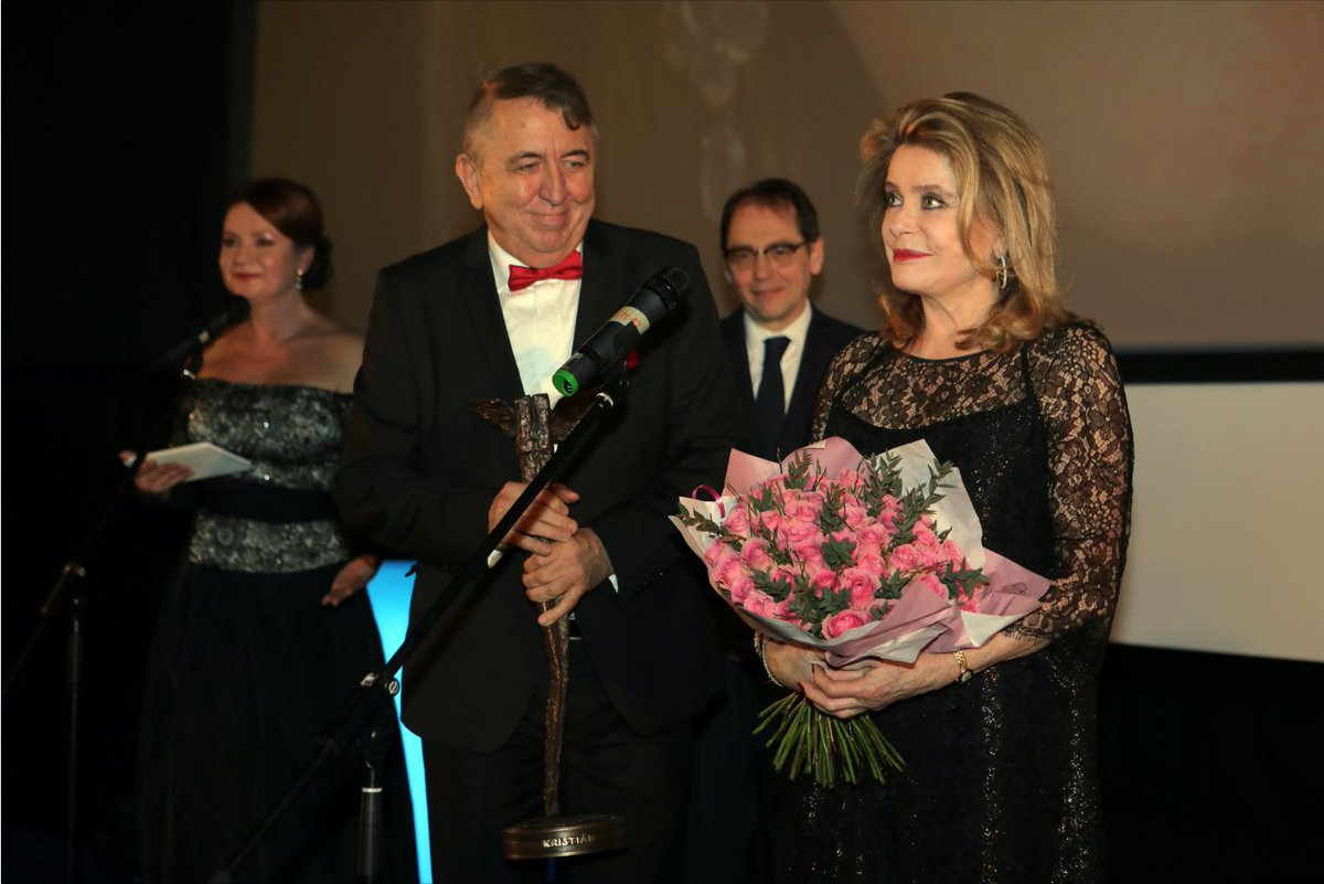 Icon watching #1 : #CatherineDeneuve at Prague&#39;s @Febiofest, receiving a Kristián Life Achievement Award, and introducing #ArnaudDesplechin&#39;s &quot;A Christmas Tale&quot;. <br>http://pic.twitter.com/vy2a9my24m