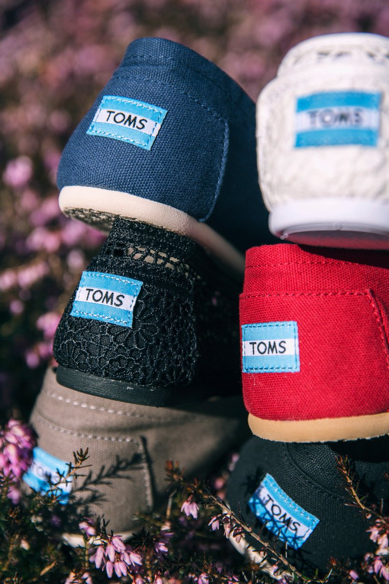 Quality manufactured canvass shoes of tomorrow 🌳 Buy one pair of Toms brand shoes, and you will also be providing footwear to someone who really needs it 💞 https://t.co/UYLipnA0oE https://t.co/cUL4TcWyJR