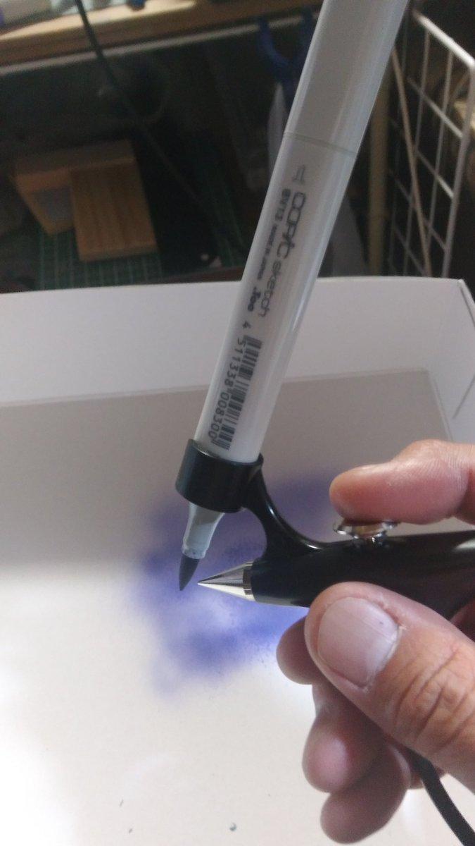 コピックユーザー喜べ。  GSIクレオスより発売されたガンダムマーカーエアブラシシステムにコピックマーカー差して吹き付けることができるぞ!!初期の四角芯は差せないが楕円芯は差せる!!  #GSIクレオス  #コピック