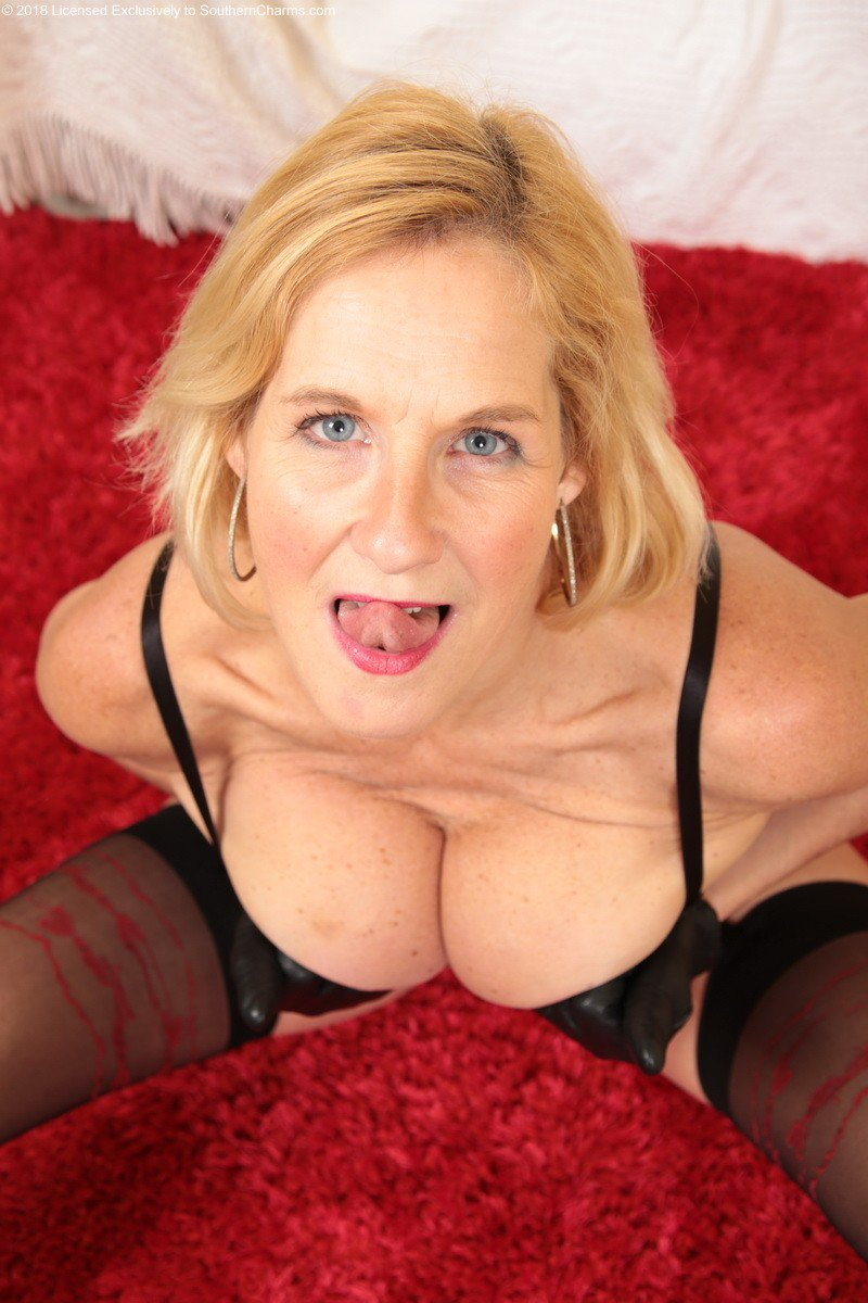 Sex on camera between monster black penis and sexy mature lady