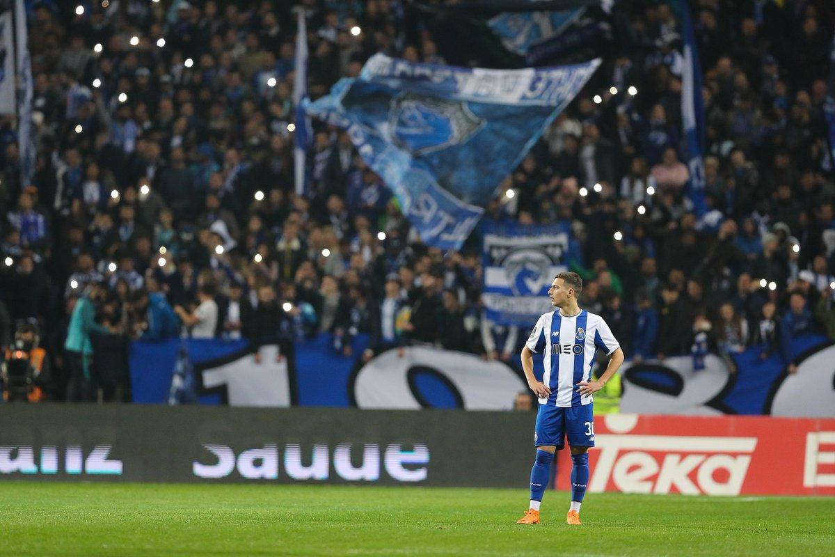 🔵⚪ @DalotDiogo foi titular na vitória da @selecaoportugal sobre a Suiça por 4-2 👏👏🇵🇹 #FCPorto #Portugal