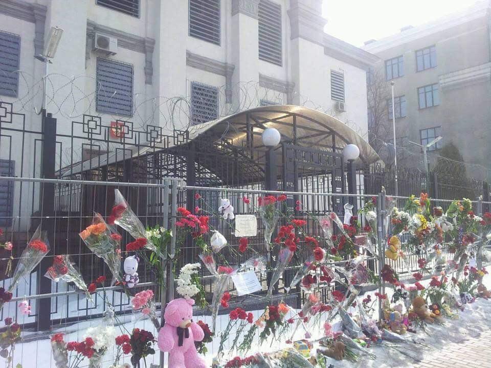 """""""Наша країна – це """"Зимова вишня"""", а ми в ній - контактний зоопарк"""": вболівальники вивісили банер на грі Росія-Франція, присвячений трагедії в Кемерові - Цензор.НЕТ 1904"""