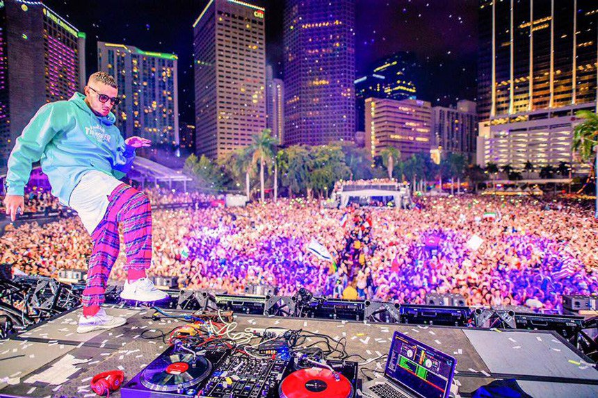 DJ SNAKE @ ULTRA MIAMI 2018 @djsnake @UMFTV @ultramusiccom @UltraMusicM_  radyobeykent.com/qtvideo/dj-sna…