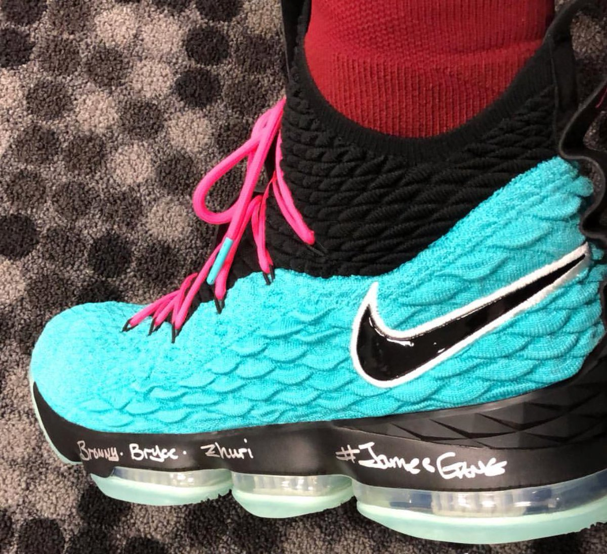 "d3ba50c943524 LeBron is breaking out a special ""South Beach"" LeBron 15 tonight in Miami"