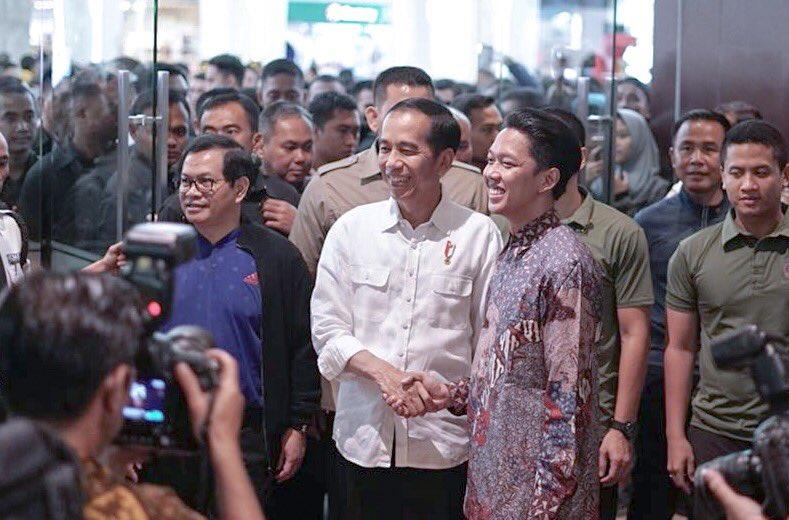 Presiden Republik Indonesia. Bapak Joko Widodo malam ini nonton #FilmYowisBen 😃😃😃