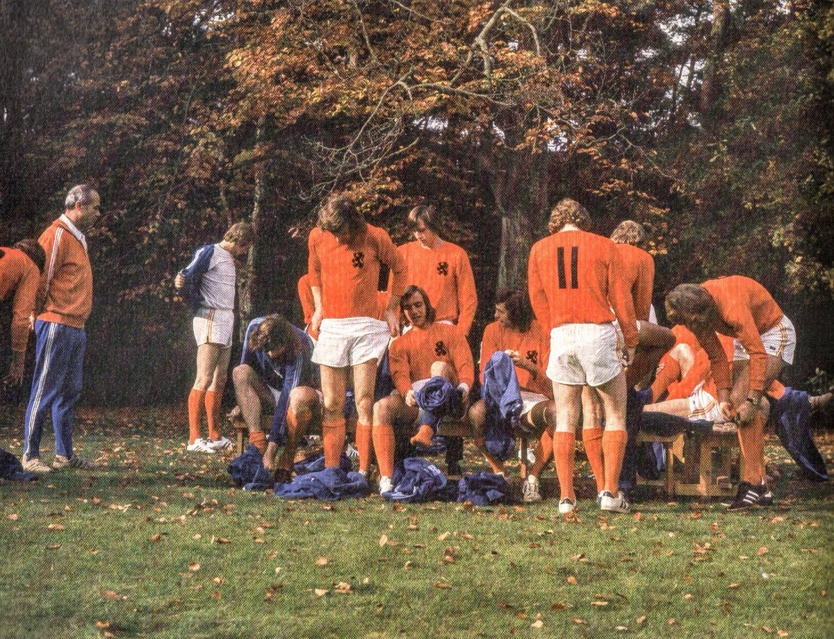 Training session of #Holland in Amsterdamse Bos in 1973. Left coach Fahdronc, 11 Piet Keizer. #Oranje74 #Nederland #Netherlands #Oranje #FIFA #worldcup #WM74 #football https://t.co/mI5Dwl3a8k