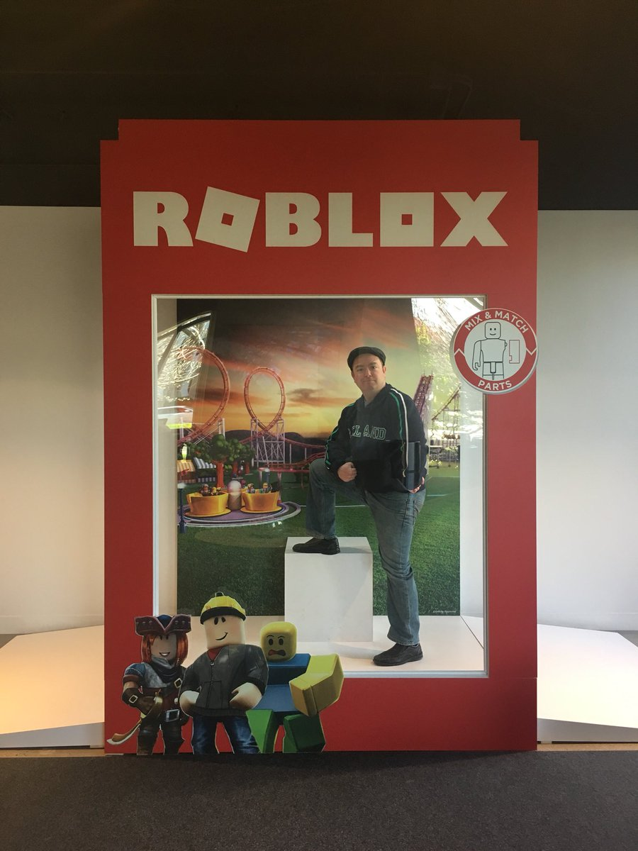 Liam The Leprechaun On Twitter Im In Disguise At At Roblox - roblox headquarters