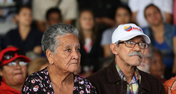 """MPPEDUCACION on Twitter: """"#GestiónSocial   Todos los adultos mayores en  Venezuela recibirán sus pensiones (+Leer) https://t.co/NPvRzs4kK5 Vía  @avnve @NicolasMaduro @JauaMiranda… https://t.co/zEeLAS88QV"""""""
