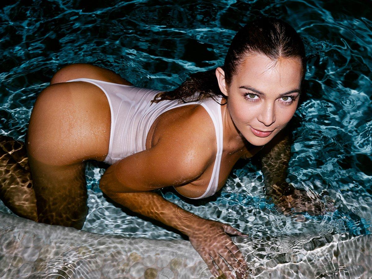 Sexy nude women anal bulge