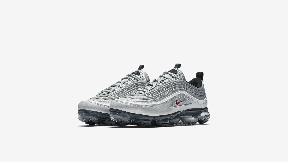 e9c88383bfdd0  AIRVAPORMAX hashtag on Twitter