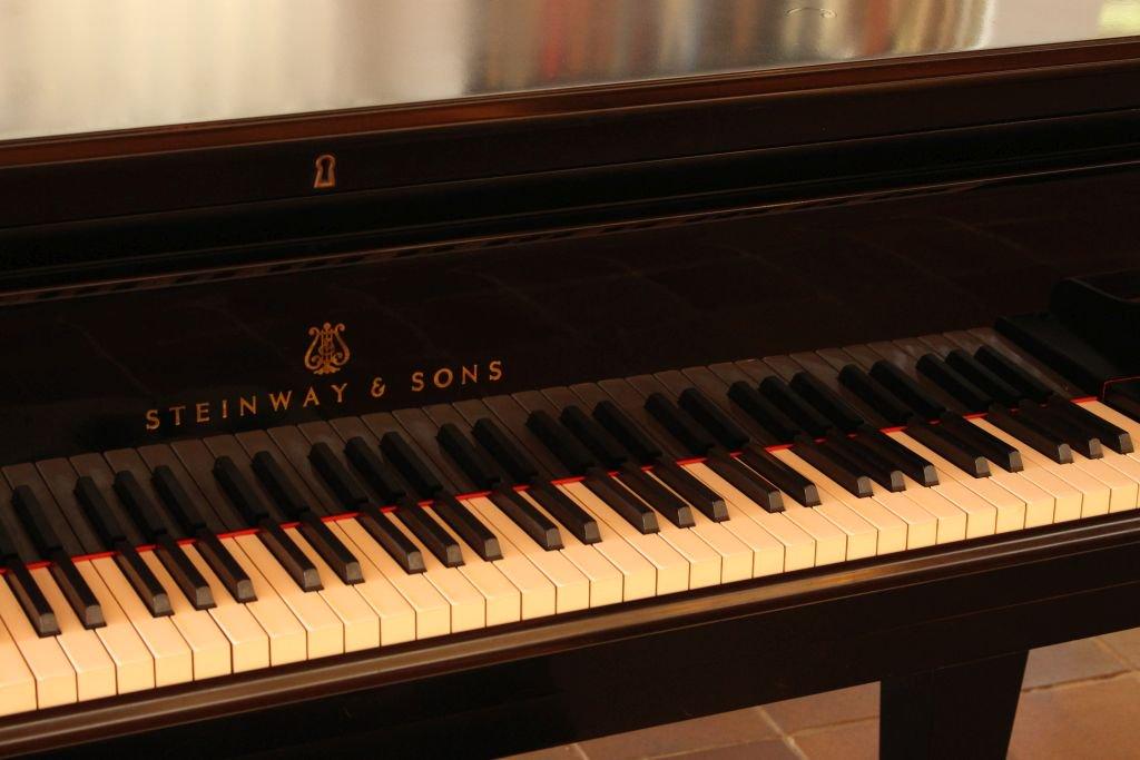 how many keys do grand pianos have