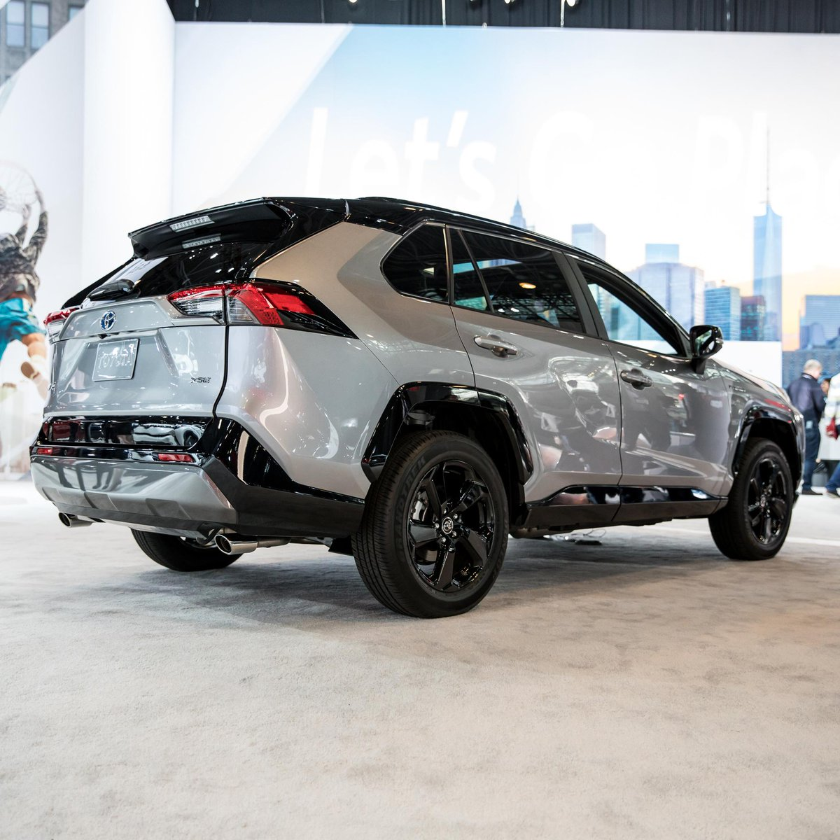 The All New 2019 Rav4 Xse Hv Has Arrived With Piano Black Accents Across Front Grille And Wheels Projector Beam Led Headlamps A 2 5 Liter