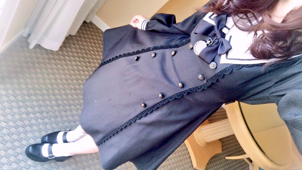 イノセントワールドのクラシカルロリータはやはり至高…😇🙏🏻 高校の頃買ったこのお洋服は一生の宝物です…🙏🏻✨