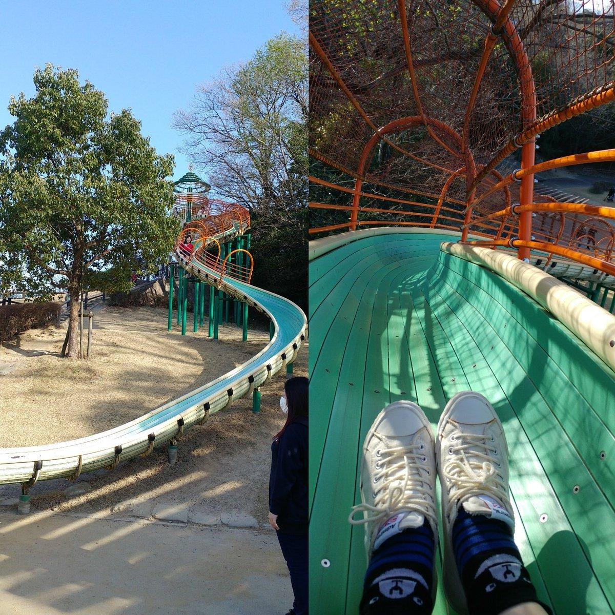 大人だって滑る ちょい、スッキリ。ロングスライダー 順番に並んで #ロングスライダー#ちびっこ#春の公園