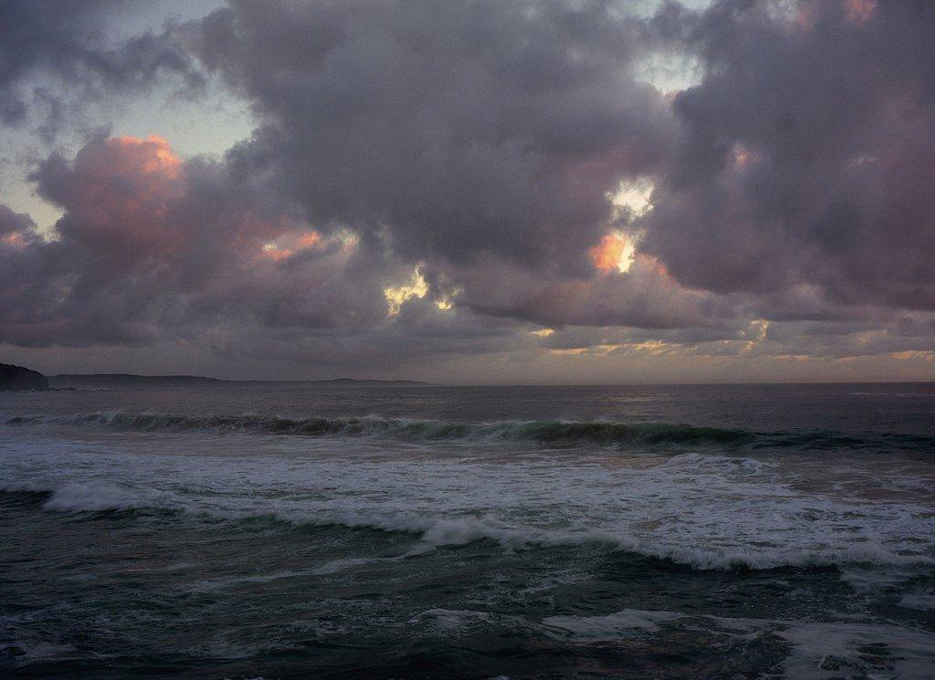картинки грустного моря широко распространенная
