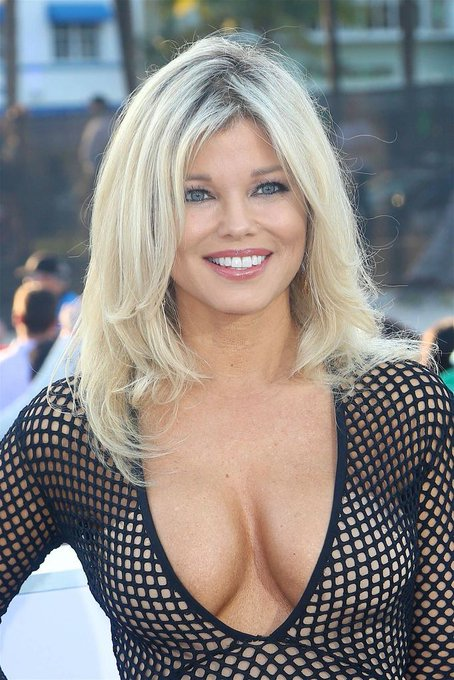 Happy birthday to Donna D\Errico who turns 50 today