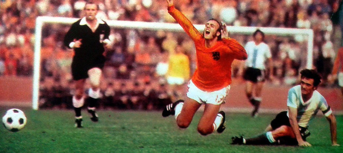 #Johan #Neeskens in the second round match vs #Argentina. Final score 4-0 #Holland. #Oranje74 #Nederland #Oranje #WK #worldcup #mundial https://t.co/IjTqjmyQbt