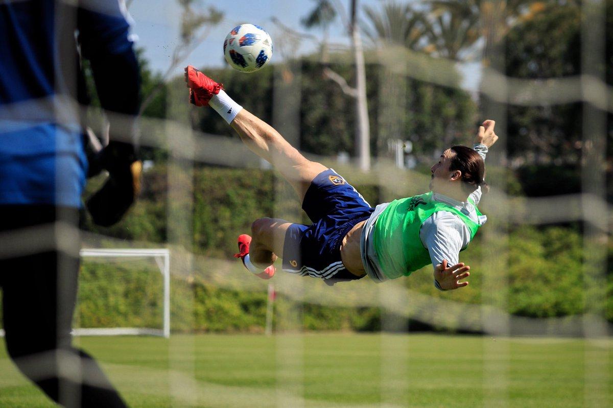 Derby de Los Angeles; con los Dos Santos-Vela más Ibrahimovic 1