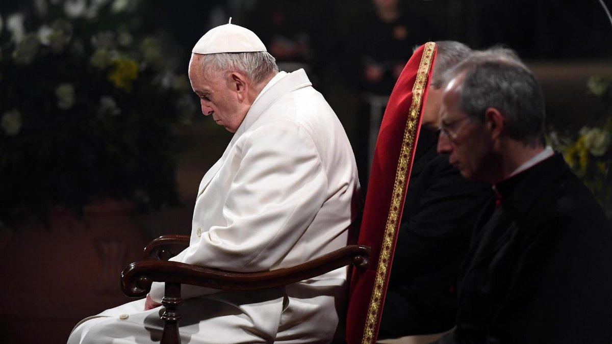 Roma, 20mila fedeli per la Via Crucis presieduta da Papa Francesco #cronacaroma https://t.co/bznfC2DPcc