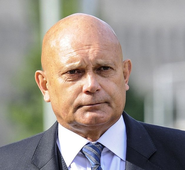 Ray Wilkins fighting for his life in hospital after suffering heart attack with Chelsea legend in induced coma https://t.co/4CI1jBZ5wY