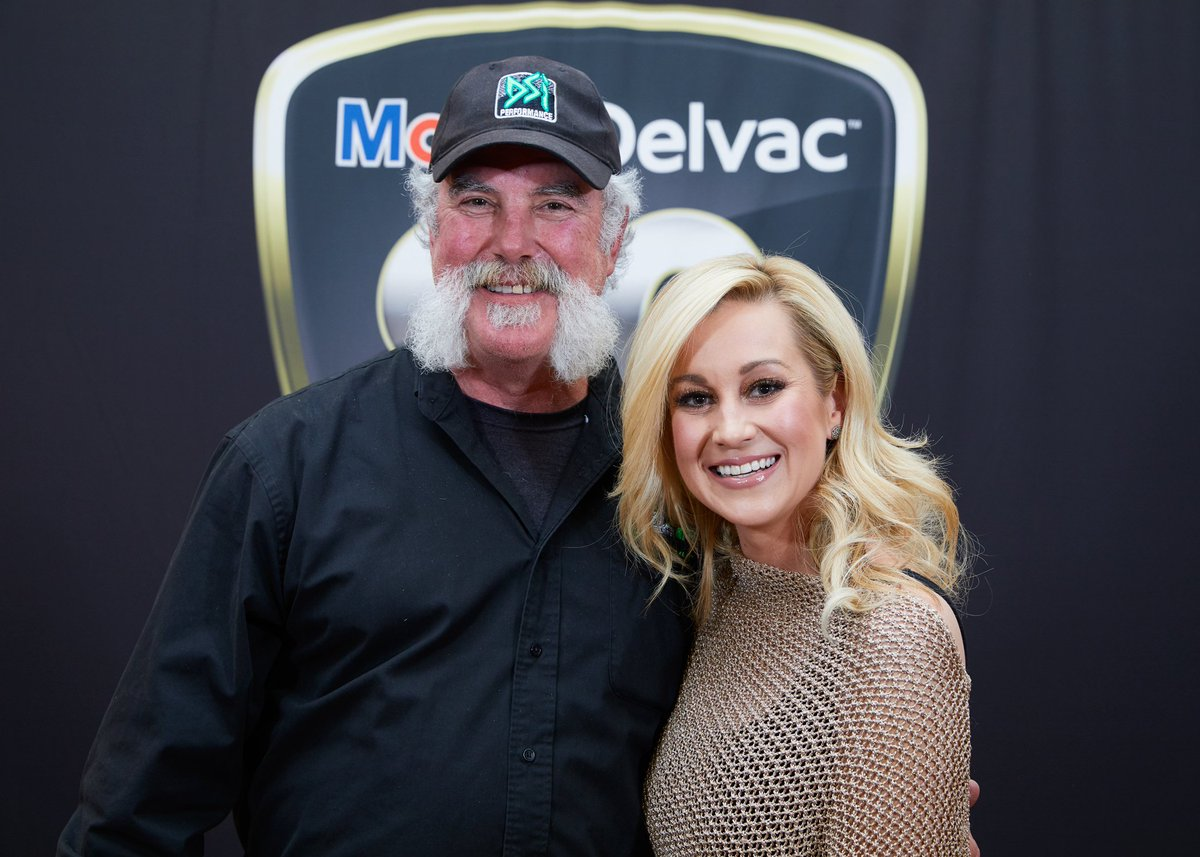 Thanks to mobil delvac for the opportunity to meet kellie pickler in thanks to mobil delvac for the opportunity to meet kellie pickler in louisville what a m4hsunfo