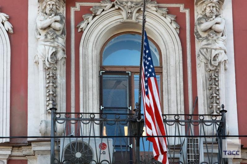 Спуск флага США