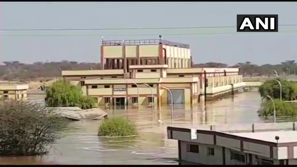 Recently-constructed Malsisar dam in Rajasthan's Jhunjhunu suffers breach, nearby areas flooded. #Rajasthan