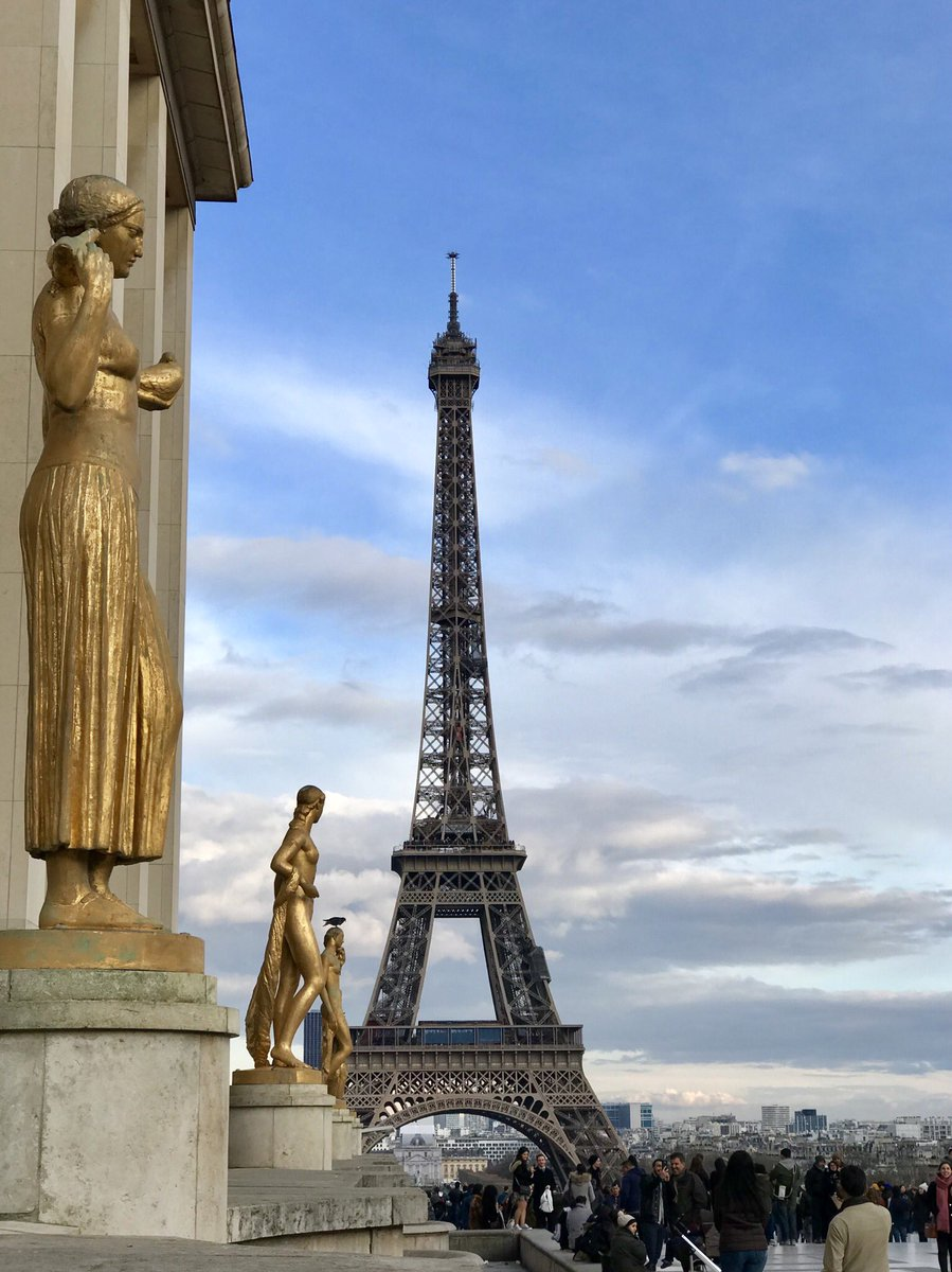 Place du Trocadéro : https://t.co/hNsGg4WN4B #TourEiffel #ParisJeTaime
