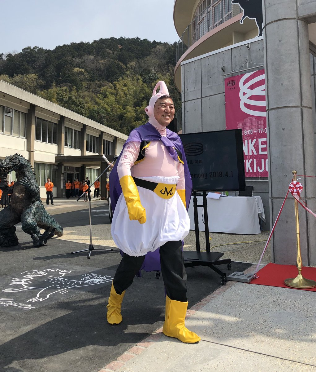 DZq1JW UQAUm0F  Chuyện chỉ có ở Nhật: Cựu Bộ trưởng cosplay thành Majin Buu còn Thị trưởng thành Songoku