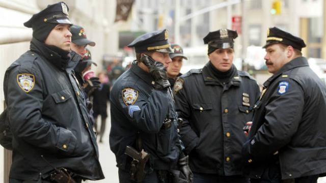 New York passes bill to ban police from having sex with people in custody https://t.co/IpJKUn0sHv https://t.co/kRB9oJTePa