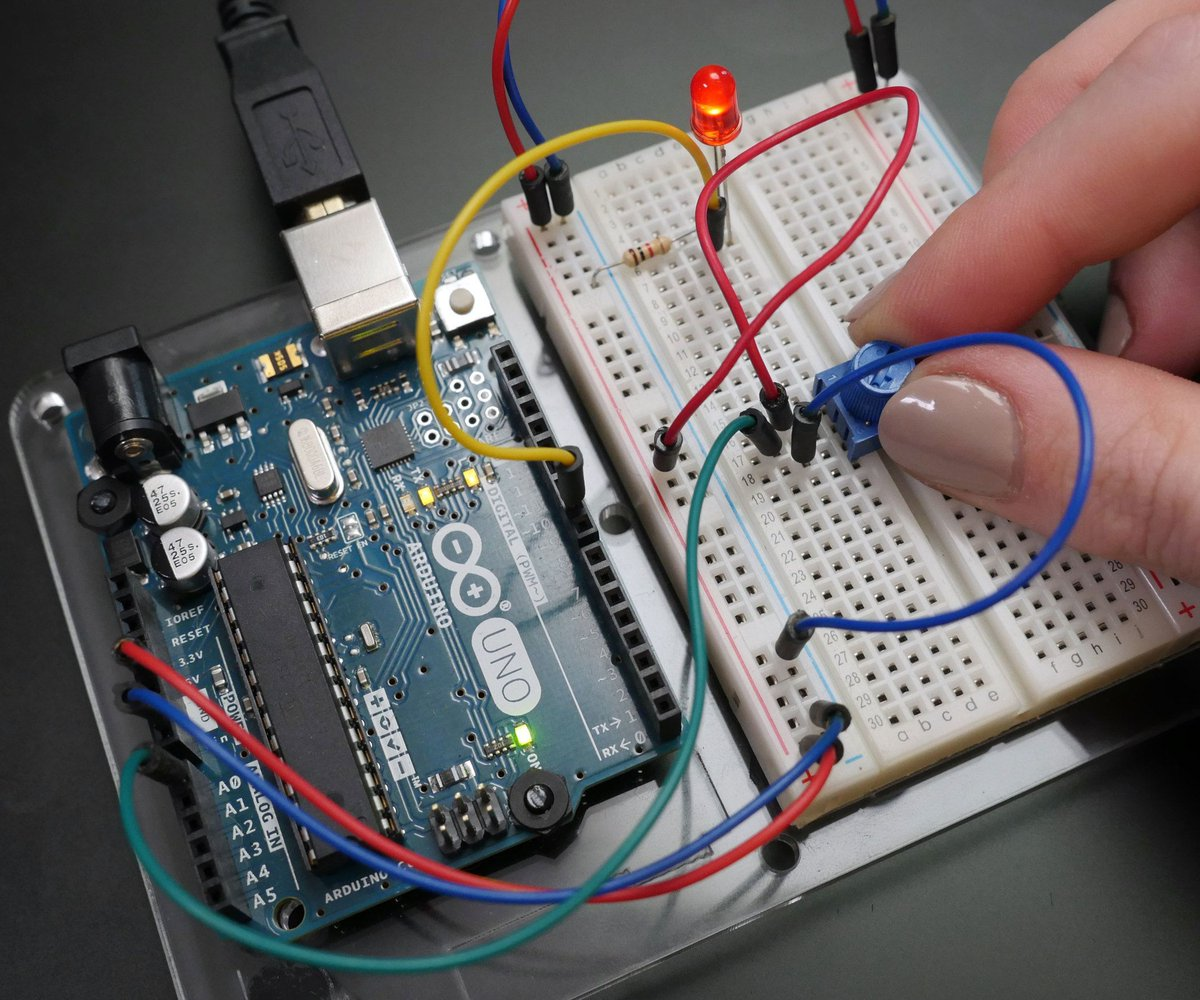 Hashtag Diyweekend Auf Twitter Is How You Can Make A Metronome With The 555 Timer Free Online Arduino Class Learn To Use Breadboard Control Led Lights And More Its Taught By Woman Http Bitly 2ghjyda