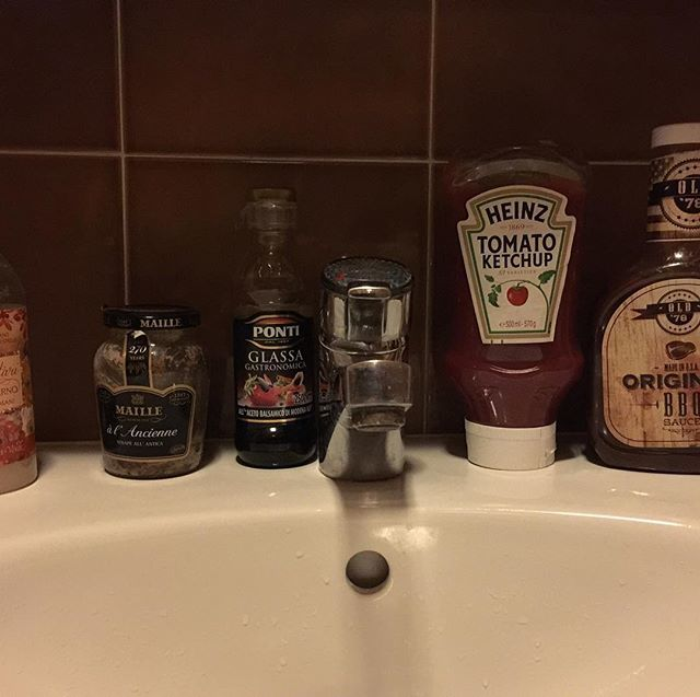 #alternative #easter... #when the #fridge #give #up and you relocate your #sauce in the colder bath  #strangerthings #spot the #alien #what #should I #use to #fashion my #hands   https:// ift.tt/2H3Y7xB  &nbsp;   <br>http://pic.twitter.com/CCoU6E3kia