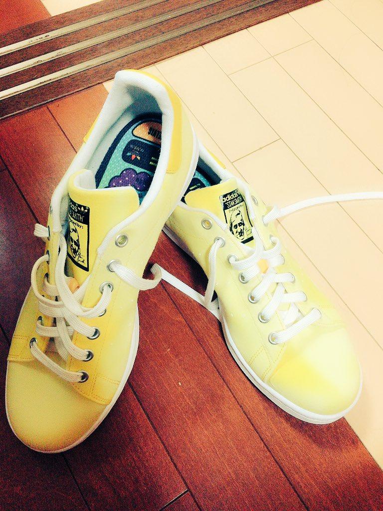 038b6a05c19603 靴届いた(*´﹃`*) やっぱりこの色可愛い✨ 買って正解春ってよりも夏って感じだな#スニーカー #蛍光色 #黄色 #アディダス #adidas  #スタンスミス pic.twitter.com/ ...