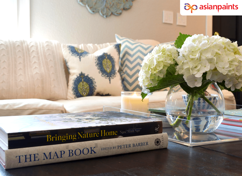 When it comes to styling coffee tables start with something large in the middle, like a floral arrangement in an interesting pot,Then, build out from that with stacks of books, candles or sculptures. #InspiringLife #interiordesign #interiorinspiration #homedecor #interiordecor https://t.co/vEVcdN2Rpn