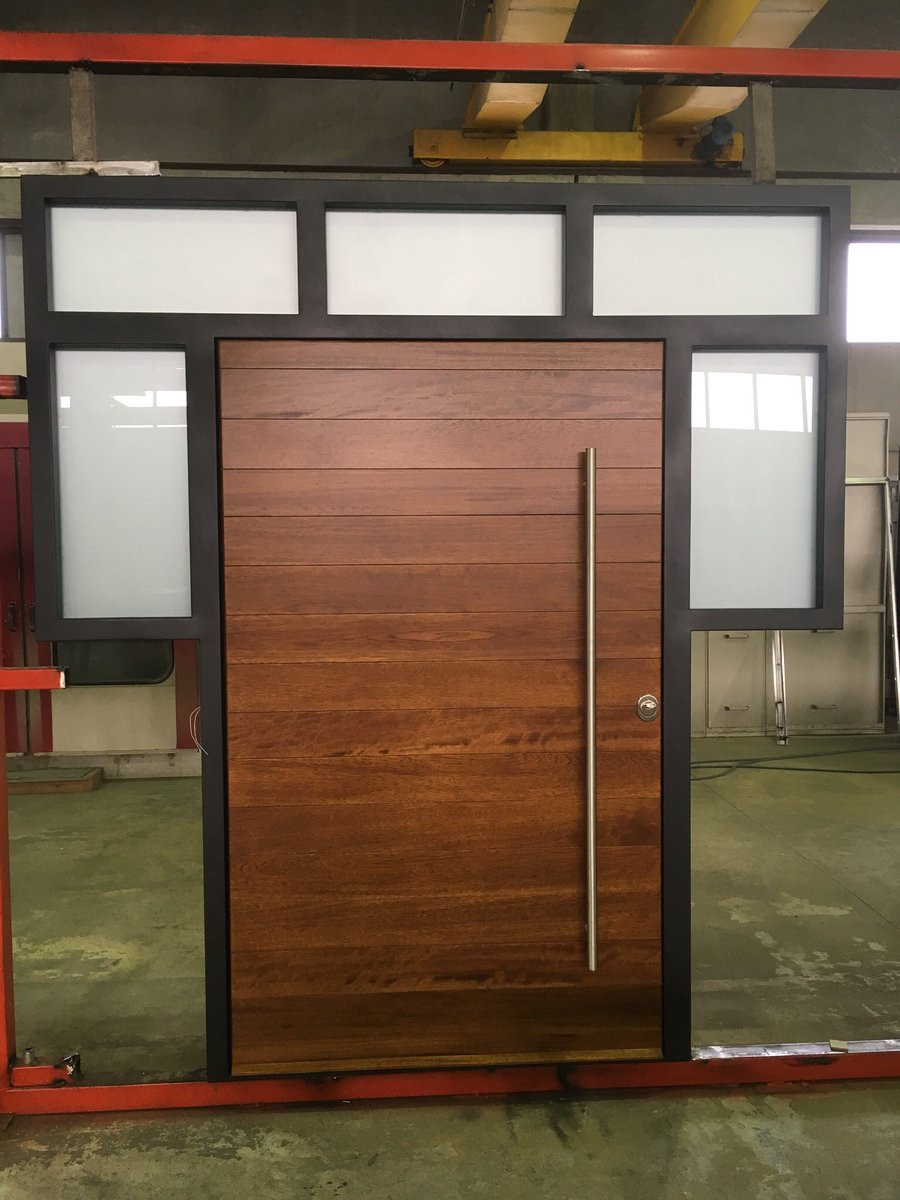 Bespoke security pivot door ready to departure for UK.#security #doors #portanova #UKpic.twitter.com/4snEFOV7wR & Porta Nova (@portanovagr) | Twitter