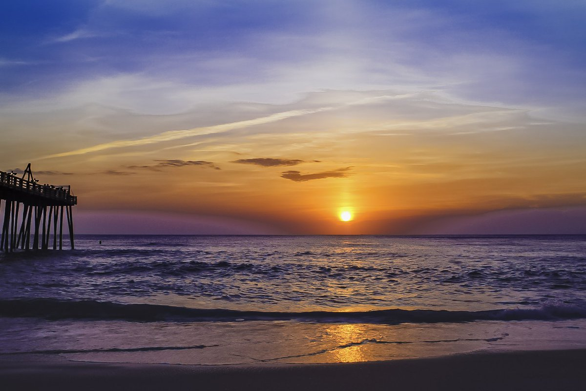 A beautiful Sunrise on the Outer Banks! #outerbanksnc #obx #vacationnc #visitnc #travel #sunrise #atlantic #beachlife #sunrise #outerbanks #EastCoast https://t.co/8CtGKv1inR