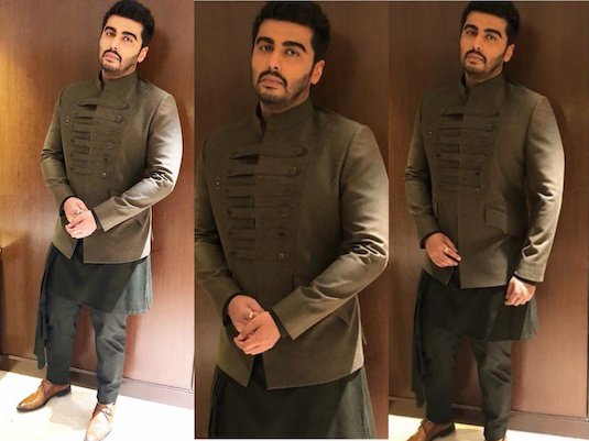 Working a contemporary Indian look in an olive green band jacket worn over a black draped sherwani, Arjun's look is serious #sangeetgoals for all future grooms out there #blog #JioFilmfareAwards - FASHION HITS & MISSES FROM THE FILMFARE AWARDS 2018 - https://strandofsilk.com/indian-fashion-blog/stylish-thoughts/fashion-hits-and-misses-filmfare-awards-2018…pic.twitter.com/FPf66AkCPt