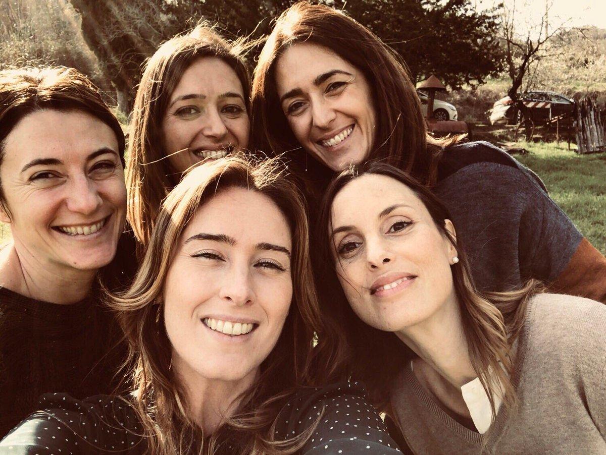 Felice #Pasquetta, amici! Che meraviglia la campagna toscana. Sole, ottimo vino e le mie amiche #auguri