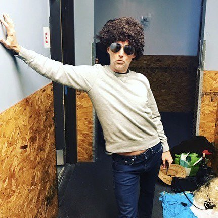 """Episode 37 of """"Give A Bald Person A Wig"""". This week i channel #ronpalillo from #welcomebackkotter , a reference I'm assuming only @jakefogelnest will appreciate. Pic @lauradawnartnotwar @daron_harley_murphy @danielahearnmusic<br>http://pic.twitter.com/mQJLiR9KBW"""
