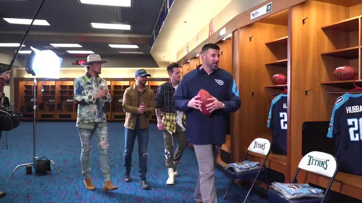 Coach Vrabel hosted @cmtcody and @FLAGAL...