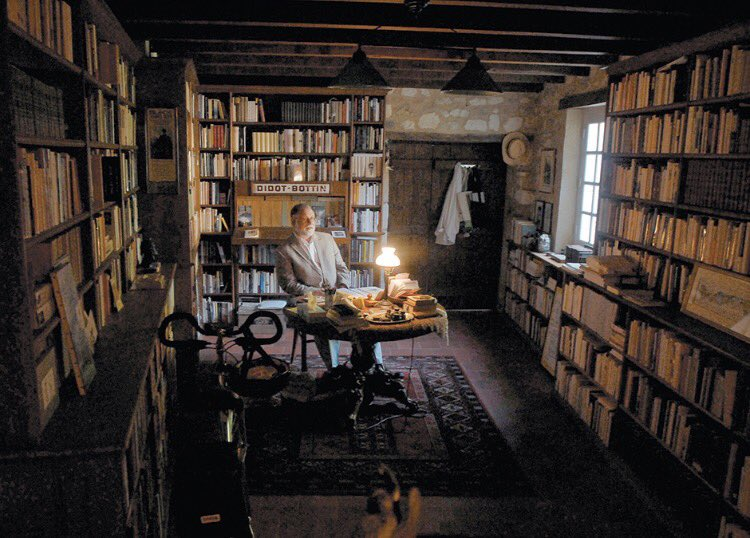 Alberto Manguel's delightful conversational meander w/ @holdengraber on reading to a blinded Borges, the distress of having one's library trapped in boxes, & a love of maps, stamps & poetry ☎️https://lithub.com/alberto-manguel-on-reading-aloud-to-borges/…