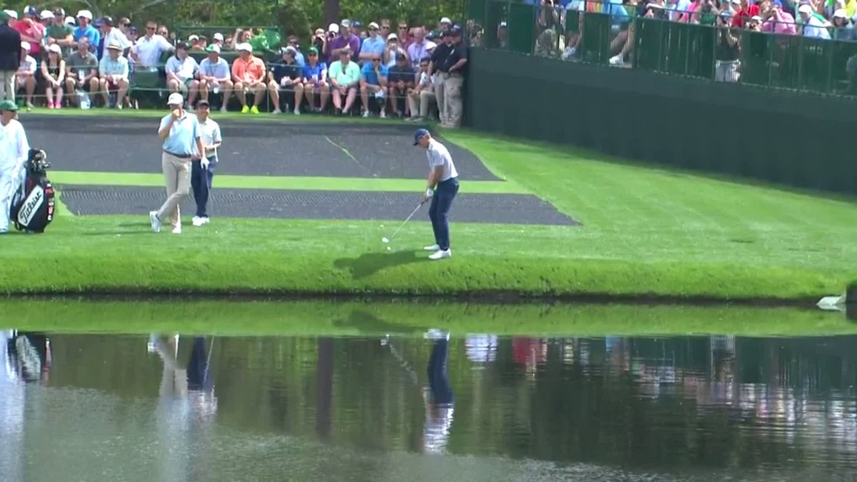 Spieth almost holes out after skipping it across the pond 🤯 (via @TheMasters)